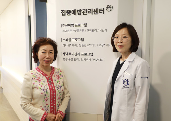 Emphasizes Director Na Sun-hye(right) and Vice Chairperson Cho Kyung-hee(left)